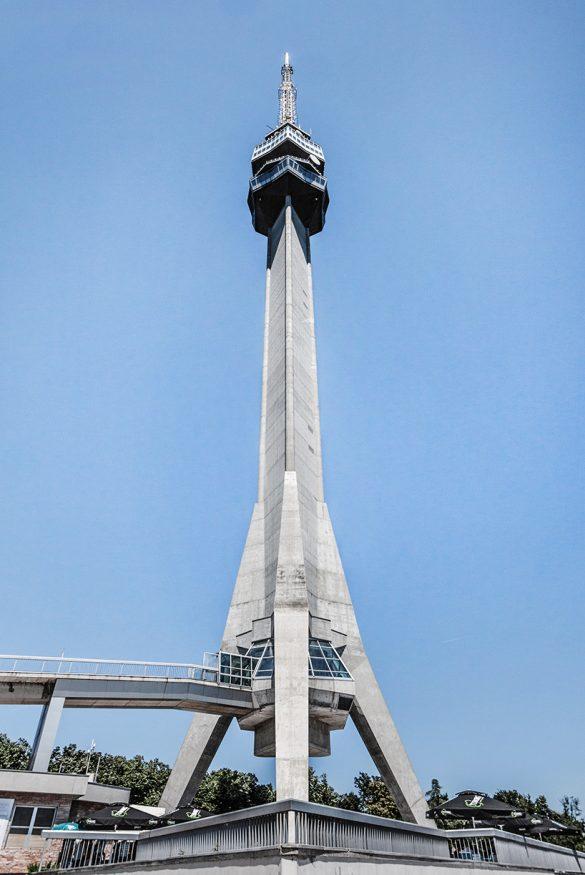 Kula na Avali, Uglješa Bogdanović, Slobodan Janjić i Milan Krstić (originalno izgrađena 1965, a rekonstruisana 2010. nakon NATO bombardovanja