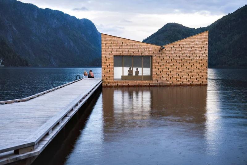 Ova sauna na šipovima obložena šindrom dizajn crpi u starim predanjima