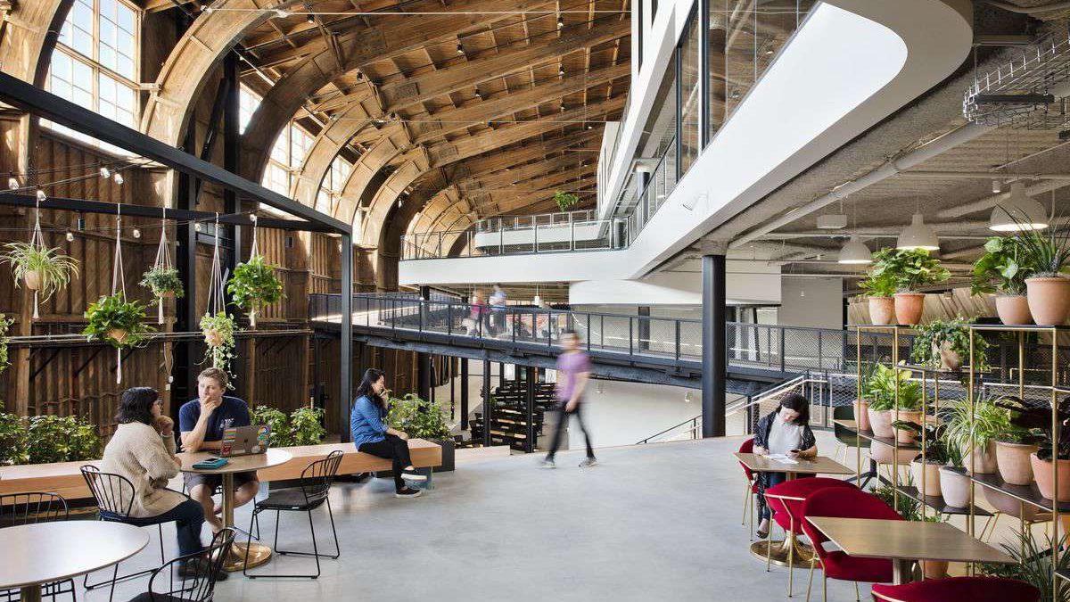U čuveni hangar za avione smestile se nove Google kancelarije