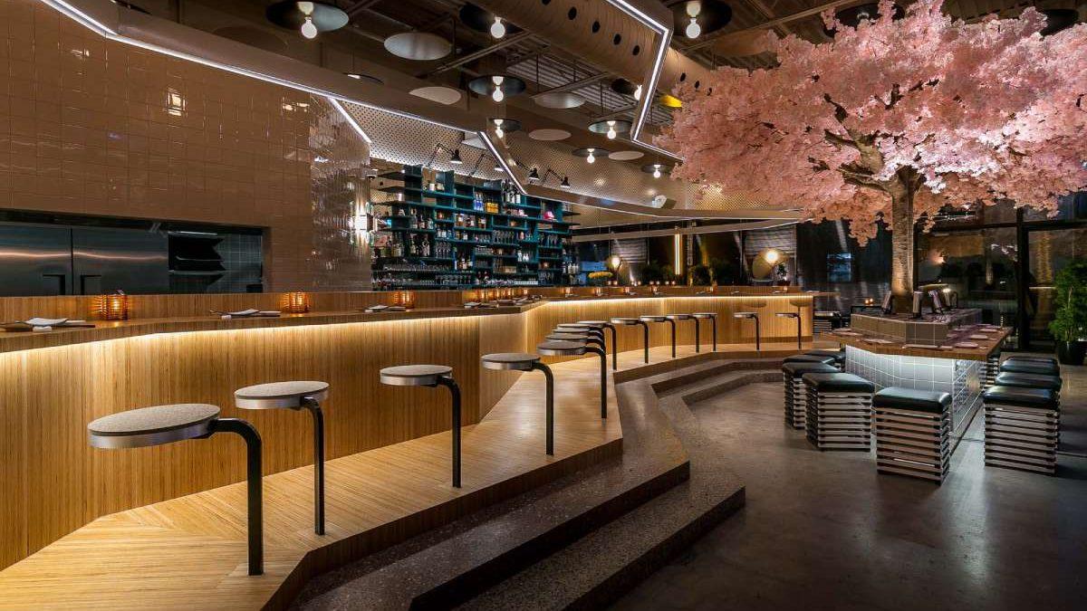Kako je drvo trešnje poslužilo kao glavna dekoracija u enterijeru restorana