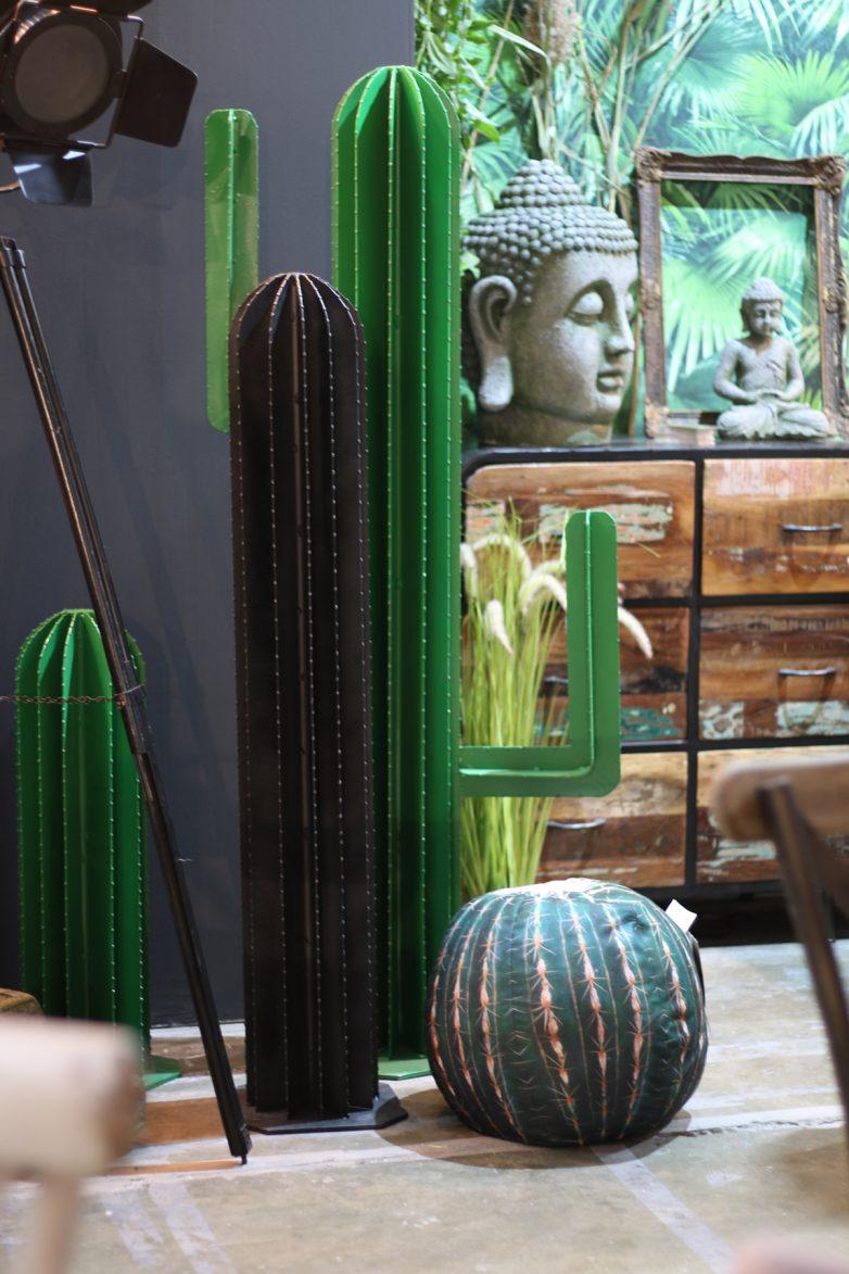Migo, kaktusi od metala