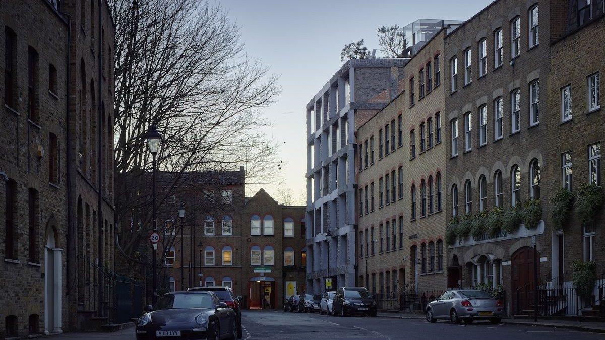 """Vulgarna"" fasada izazvala bes građana Londona"