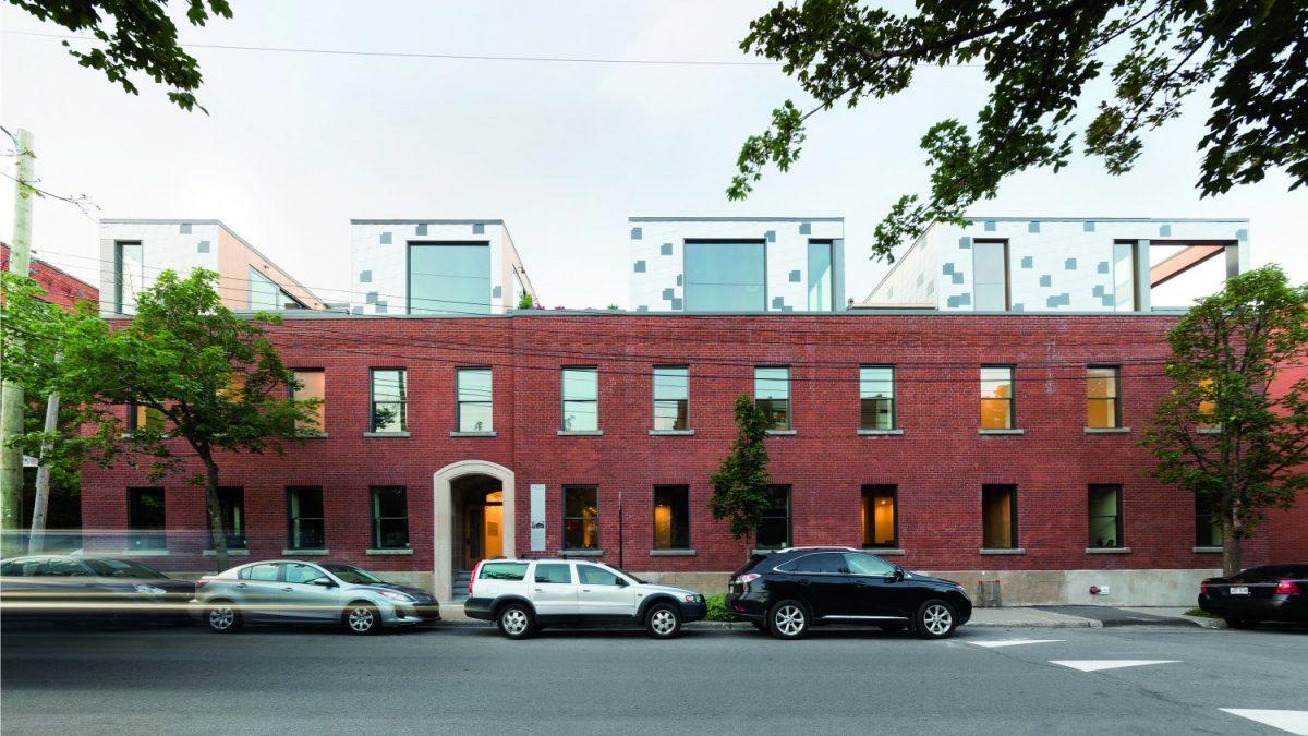 Nadgradnja kubične zgrade s prozorima koji to nisu