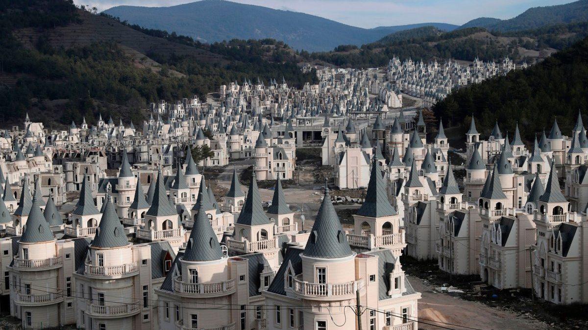 Naselje od stotine turskih dvoraca kao iz (sablasnog) crtanog filma