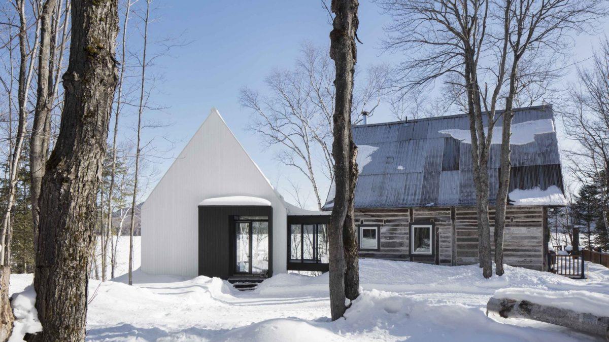 Kopi-pejst kuća koja poštuje okolnu arhitekturu i ambijent