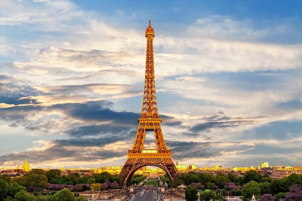 Tri replike Ajfelove kule za 130 godina najslavnijeg objekta na svetu