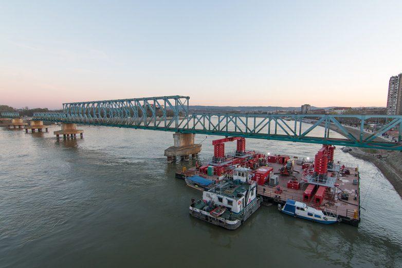 Demontaža mosta Boško Perošević je uveliko u toku; Fotografije: Igor Conić