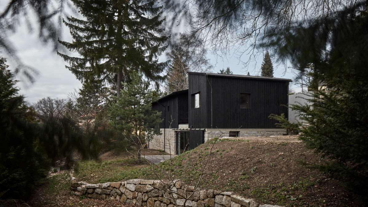 Novi dom na temeljima starim 100 godina podseća na šupu… s razlogom