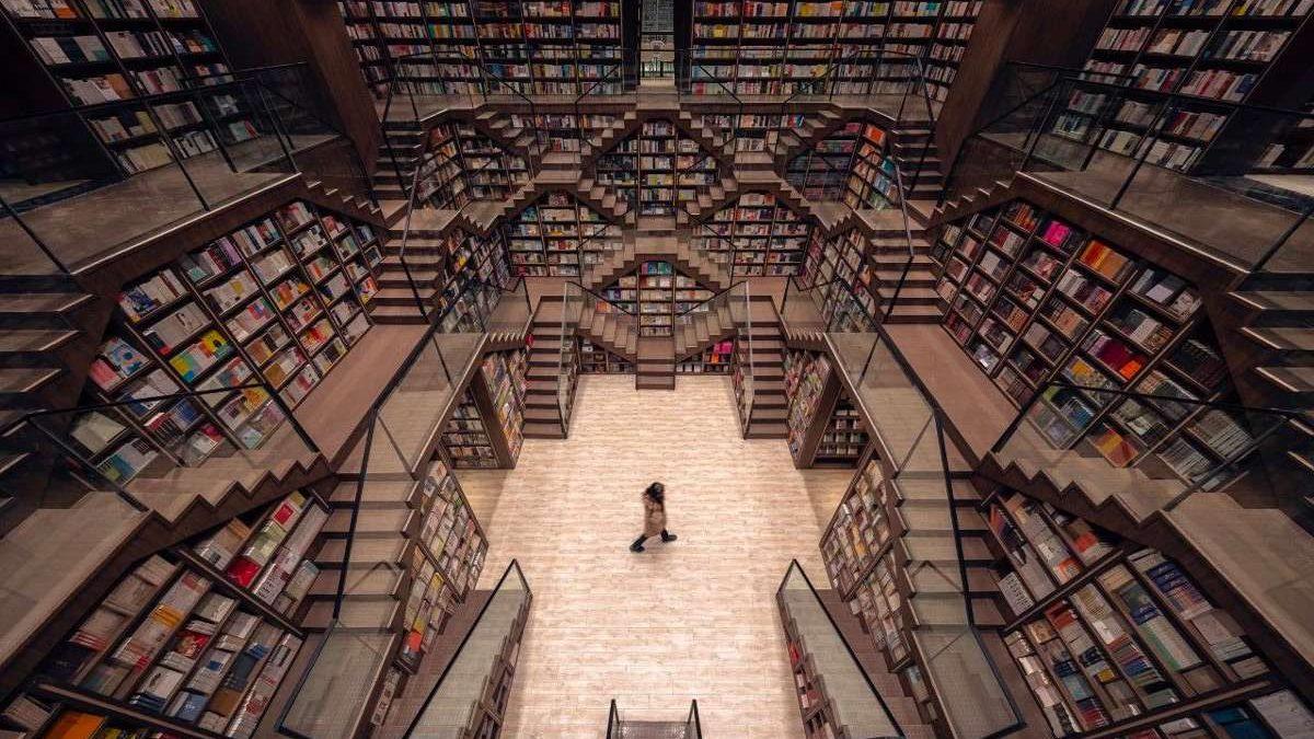 Knjižara bez granica: Optičke varke kao primarni element enterijera