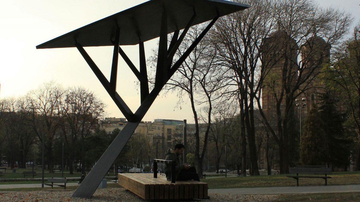 Ko je dizajnirao urbani mobilijar pored kojih svi prolazimo