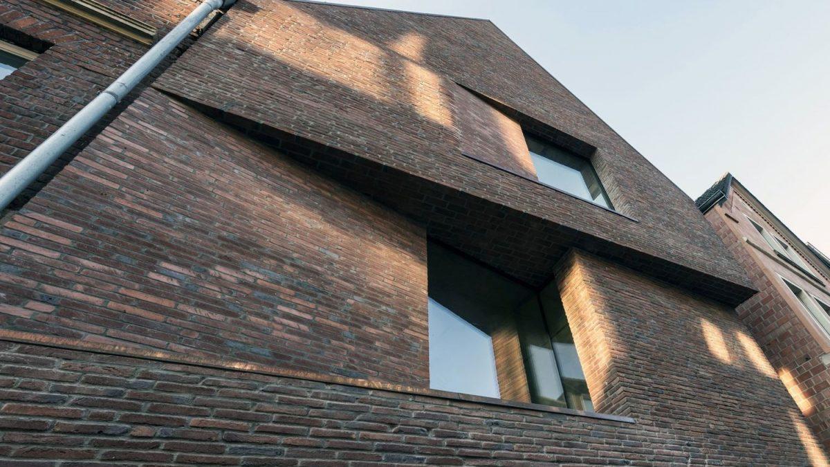 Savremeno dizajnirana fasada koja poštuje tradicionalno okruženje