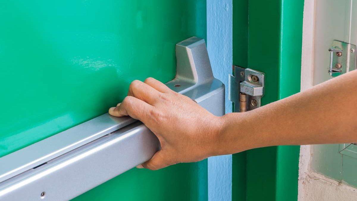 Protivpožarna vrata: Gde se stavljaju, kako izgledaju i koje standarde moraju da ispunjavaju
