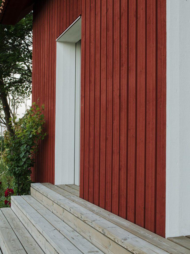 Crvena fasada i beli elementi; Foto: Mikael Olsson