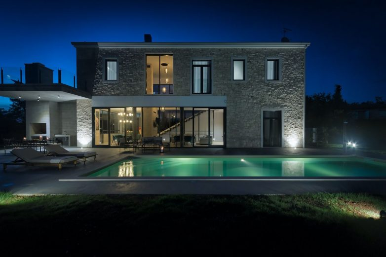Vila prima 8 osoba koja će uživati i u prostranom bazenu; Foto: Valens Residence
