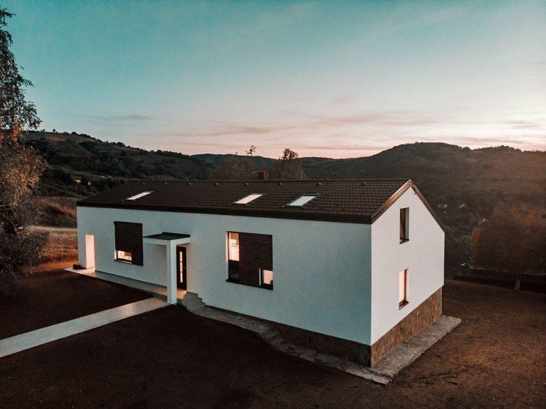 Kuća Rašović je varijacija teme tradicionalne kuće sa dvovodnim krovom; foto: Dušan Petković