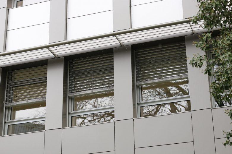 Prozori sa automatskim žaluzinama. Foto: Gradnja.rs