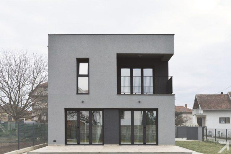 Oblikovanje kuće proisteklo je iz urbanističkih ograničenja; Foto: M. Zindović