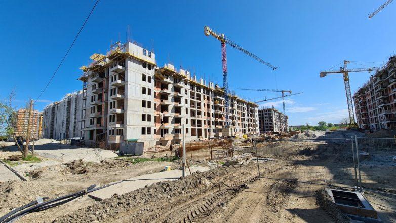 U novosadskom Jugovićevu ne mogu se prebrojati kranovi; Foto: Gradnja.rs