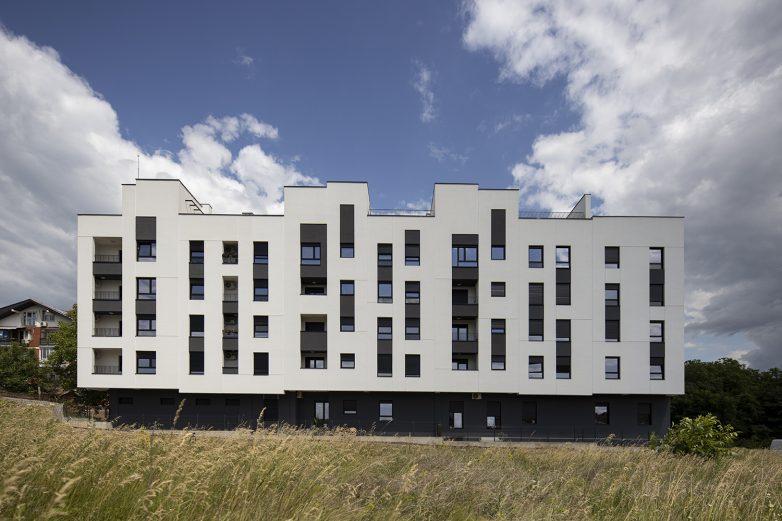 Vešto rešenje doprinelo je atraktivnom izgledu fasade u jednoj skromnoj materijalizaciji; Foto: Mladen Jovanović